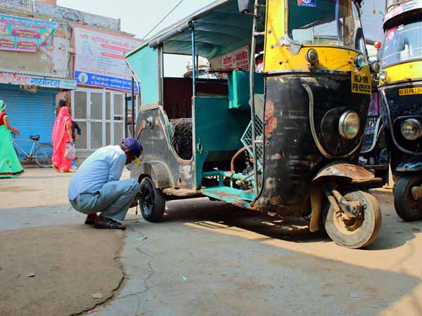 Tuk tuk maintenance // - // photo // 2019 // 1178 views